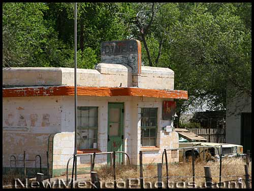 abandoned diner along old route 66 in glenrio