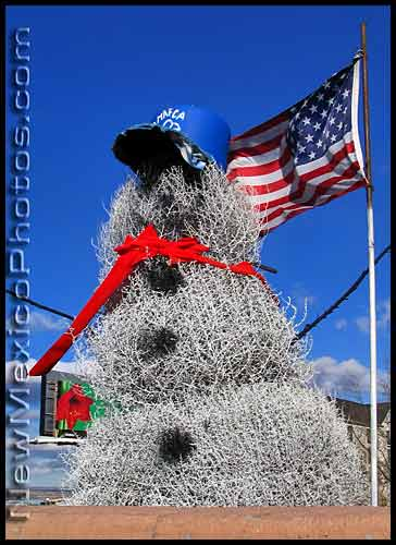the tumbleweed snowman along the side of I-40 in albuquerque